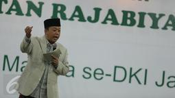 Tokoh Muda NU, H. Nusron Wahid memberi sambutan saat pengajian umum peringatan Rajabiyah, Jakarta, Minggu (2/4). Sebanyak 2500 masyarakat madura yang berada di Jakarta hadir untuk mengikuti pengajian umum. (Liputan6.com/Faizal Fanani)