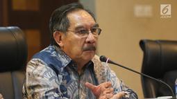 Mantan Ketua KPK Antasari Azhar saat berdiskusi di Kantor Staf Presiden, Jakarta, Rabu (9/1). Diskusi itu membahas Pelayanan Rakyat Bebas Korupsi. (Liputan6.com/Angga Yuniar)