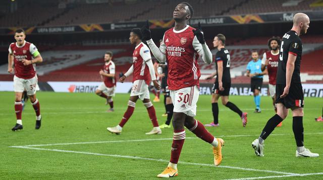 Penyerang Arsenal, Eddie Nketiah, merayakan gol ke gawang Dundalk pada laga kedua Grup B Liga Europa di Stadion Emirates, Jumat (30/10/2020) dini hari WIB. Pada laga itu, The Gunners menang 3-0 atas Dundalk. (AFP/Glyn Kirk)