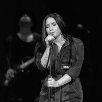 """Sementara itu, sebelum overdosis Demi Lovato mengaku bahwa dirinya kembali mengonsumsi alkohol setelah 6 tahun lewat lagunya """"Sober"""". (CHRISTOPHER POLK  GETTY IMAGES NORTH AMERICA  AFP)"""