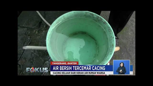 Air keran PDAM di Perumahan Buana Gardenia, Kota Tangerang, keluarkan cacing.