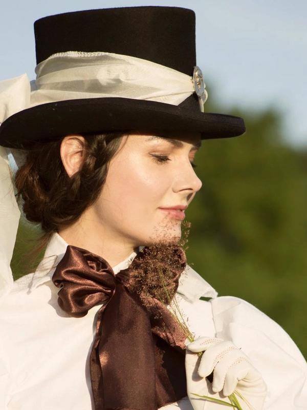 perempuan Ukraina yang setiap hari mengenakan busana abad ke-19 (Dok.Instagram/@your_sunny_flowers/https://www.instagram.com/p/CFq912TB9IG/Komarudin)