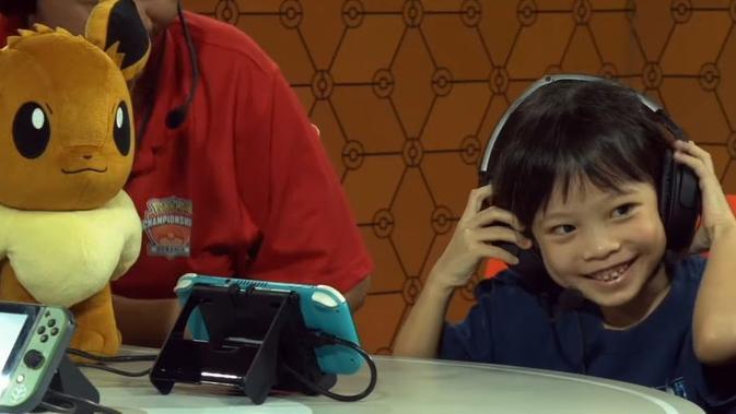 Ekspresi Simone Lim saat menjuarai Pokemon Oceania International Championships. (Doc: Gamerant)