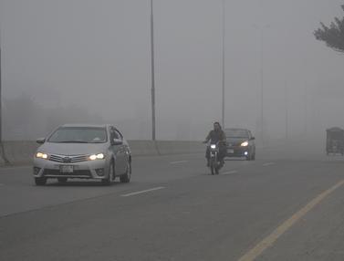 Kabut Tebal Selimuti Kota-Kota di Pakistan