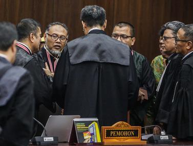Sidang Diskors, Tim Hukum Prabowo - Sandiaga Berunding