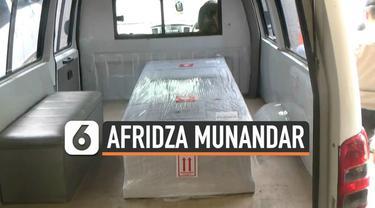 Peti jenazah Afridza Munandar, pembalap muda Indonesia yang meninggal di Sirkuit Sepang, Malaysia, tiba di Terminal Kargo, Bandara Soekarno Hatta, Senin (4/11/2019) sore.