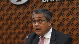 Gubernur Bank Indonesia (BI), Perry Warjiyo saat memberikan paparan hasil Rapat Dewan Gubernur (RDG) di Jakarta, Kamis (21/2). BI kembali menahan suku bunga acuan BI 7-Days Reverse Repo Rate (BI7RRR) di angka 6 persen. (Liputan6.com/Angga Yuniar)