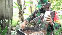 Serda Ribut, Babinsa di Desa Bukit Biru, Kecamatan Tenggarong, Kabupaten Kutai Kartanegara, berhasil kembangkan lebah kelulut. (foto: istimewa)