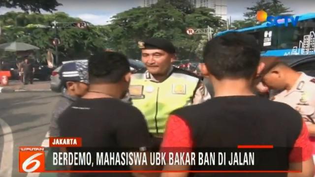 Kericuhan terjadi saat Mahasiswa Universitas Bung Karno membakar ban bekas di Jalan Diponogoro,Menteng, Jakarta Pusat.