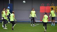 Para pemain Manchester City mengikuti sesi latihan jelang menghadapi Atalanta pada laga Grup C Liga Champions di City Football Academy, Manchester, Inggris, Selasa (5/11/2019). (Paul ELLIS/AFP)