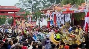Unjuk Rasa Warga Surabaya hingga Perayaan Cap Go Meh