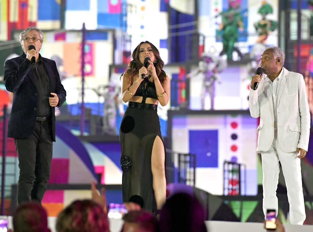 Anitta, Caetano Veloso, dan Gilberto Gil di pembukaan Olimpiade 2016. (eonline.com)