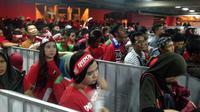Ada jalur terpisah untuk suporter pria dan wanita di Stadion Shah Alam. (Bola.com/Benediktus Gerendo Pradigdo)