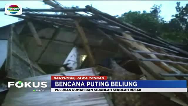 Banyak rumah dan gedung sekolah rusak tertimpa pohon tumbang dan atap genting yang berterbangan.