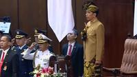 Jokowi dengan baju adat Sasak, Nusa Tenggara Barat. (Liputan6.com/Lizsa Egeham)