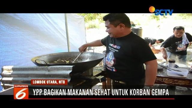 Bersama para koki profesional, Yayasan Pundi Amal Peduli Kasih (YPP) bagikan makanan siap saji untuk korban gempa di Lombok hingga ke pelosok daerah.