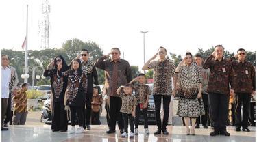 Momen SBY dan Keluarga Ziarah Makam Di Hari Ulang Tahun Ani Yudhoyono