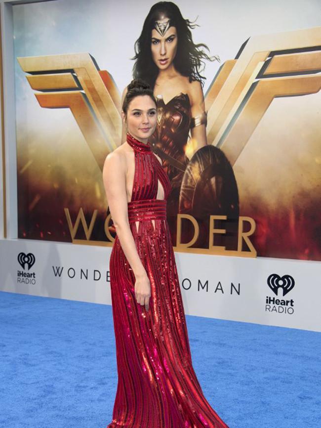 Karakter Wonder Woman di film itu membuat Gal Gadot tampak gagah dan kuat, namunia juga wanita biasa yang juga bersikap romantis. Hal ini terlihat dalam unggahan di instagramnya saat merayakan hari ayah. (AFP/Bintang.com)