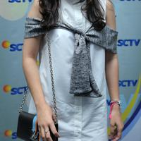 Artis cantik yang namanya melejit berkat sinetron Ganteng-Ganteng Serigala di SCTV, Prilly Latuconsina siap tampil spesial dalam perayaan ulang tahun SCTV ke-26. (Andy Masela/Bintang.com)