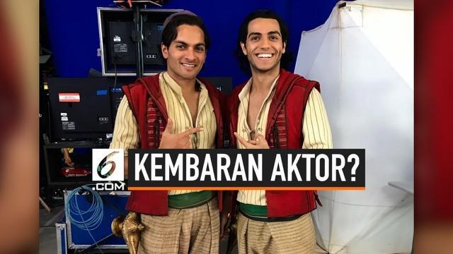 Sekilas, para aktor ini seperti sedang bersama kembarannya ya? Tapi ternyata bukan lho. Pria yang bersama para aktor adalah pemeran pengganti atau yang biasa disebut stunt.