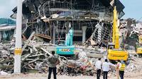 Presiden Joko Widodo atau Jokowi, berkunjung ke Sulawesi Barat, guna melihat langsung wilayah terdampak gempa. (Biro pers)
