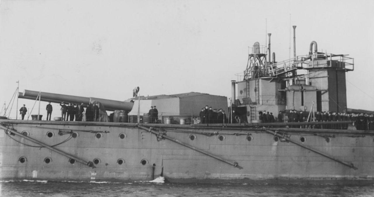Insiden tenggelamnya HMS Vanguard di Scapa Flow pada 9 Juli 1917 menewaskan lebih dari 800 orang (Wikipedia)