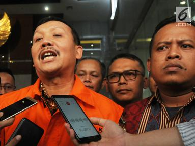 Sekda Jabar Iwa Karniwa memberi keterangan usai diperiksa penyidik di Gedung KPK, Jakarta, Jumat (30/8/2019). Iwa Karniwa resmi ditahan penyidik untuk mempermudah pemeriksaan terkait dugaan menerima suap kasus pemberian izin proyek pembangunan Meikarta di Kabupaten Bekasi. (merdeka.com/Dwi Narwoko)
