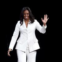 Michelle Obama mempromosikan buku terbarunya Becoming di Forum, Inglewood, California, Amerika Serikat, 15 November 2018. (KEVIN WINTER / GETTY IMAGES NORTH AMERICA / AFP/Asnida Riani)