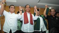 Jokowi dan beberapa jajaran DPP PKB saat konferensi pers deklarasi bergabungnya PKB dalam kerjasama mengusung Jokowi sebagai capres di Makassar, Sabtu (10/5/14). (Liputan6.com/Herman Zakharia)