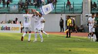 Perayaan gol pertama Persebaya ke gawang PSIS yang dicetak Otavio Dutra di Stadion Moch Soebroto, Magelang, Jumat (20/9/2019). (Bola.com/Vincentius Atmaja)