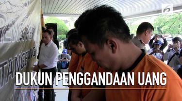 Satuan Reserse Dan Kriminal Polres Metro Tangerang Kota, membekuk empat orang pelaku dukun pengganda uang. Aksi nekat pelaku karena terinspirasi dengan Gatot Braja Musti.