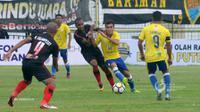 Aksi gelandang Barito Putera, Paulo Sitanggang saat menghadapi Persipura Jayapura dalam laga lanjutan Liga 1 2018. (PT LIB)