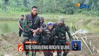 Sepasang lansia berhasil dievakuasi oleh TNI setelah hampir sepekan terkepung banjir di Sentani, Papua.