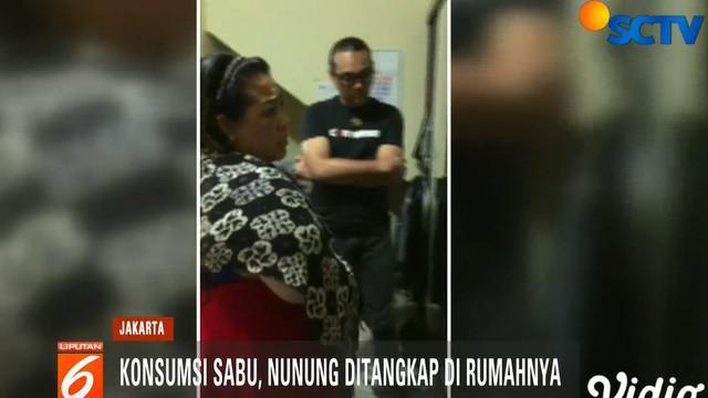 Selain Nunung, polisi juga menangkap suami Nunung, July Jan Sambiran dan seorang kurir narkoba Hadi Moherianto alias Heri.