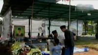 Peziarah datangi Makam KH.Hasyim Muzadi. Sementara itu, Yayasan Pundi Amal Peduli Kasih SCTV Indosiar gelar aksi donor darah di Surabaya.
