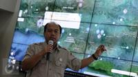 Kepala Pusat Data dan Informasi BNPB, Sutopo Purwo Nugroho memberikan keterangan soal banjir dan longsor yang melanda daerah di Jawa Tengah, Gedung BNPB, Jakarta, Senin (20/6/2016). (Liputan6.com/Faizal Fanani)