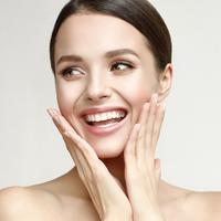 Tampilan makeup yang bagus tak akan sempurna kalau tak diimbangi dengan dasar kulit wajah yang sehat.