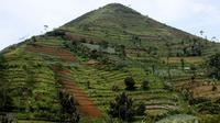 Gunung Padang mirip Piramida (Blogspot.com)