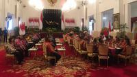 Presiden Joko Widodo atau Jokowi menerima 61 tokoh dari Papua dan Papua Barat di Istana Negara, Jakarta, Selasa (10/9/2019) siang. (Liputan6.com/Lizsa Egeham)