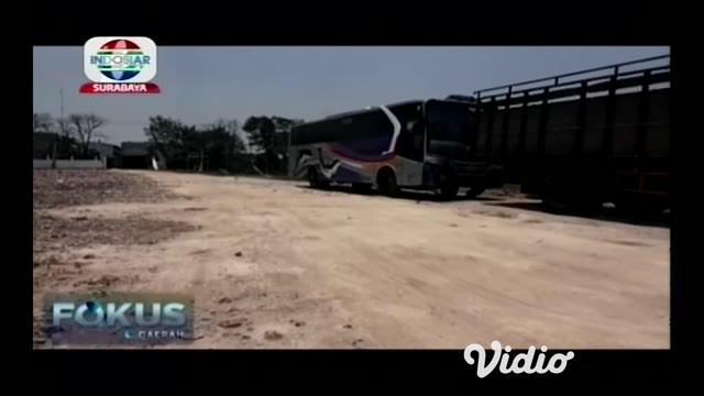 Kecelakaan maut terjadi di Nganjuk, Jawa Timur, mengakibatkan 2 mahasiswa tewas di lokasi kejadian, setelah motor yang dikendarainya ditabrak bus penumpang Antar Kota Dalam Provinsi.