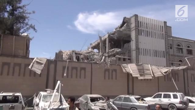Pertahanan udara Arab Saudi menyerang Istana Kepresidenan Yaman yang saat ini digunakan oleh milisi Houthi, menewaskan 6 orang.