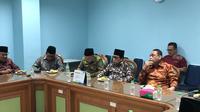 Dewan Masjid Indonesia mendatangi kantor MUI, Jumat (1/11/2019). (Liputan6.com/ Putu Merta Surya Putra)