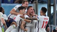 Gelandang Timnas Inggris, Jordan Henderson, merayakan gol yang dicetaknya ke gawang Ukraina pada laga perempat final Euro 2020, Minggu (4/7/2021) dini hari WIB. (AFP/Alberto Pizzoli)