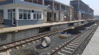 Nampak Gagah. Kontruksi bangunan baru Stasiun Garut Kota, terlihat kekar dan kuat, Meskipun belum selesai, namun penampakannya mulai menunjukan wujud bangunan yang megah dalam menunjang transportasi warga Garut, Jawa Barat. (Liputan6.com/Jayadi Supriadin)