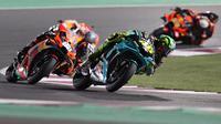 Debut gagal Valentino Rossi bersama tim barunya, Petronas Yamaha SRT pada balapan MotoGP Qatar 2021. (KARIM JAAFAR / AFP)