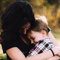 Orangtua memiliki pola tersendiri dalam membesarkan anaknya/copyright: unsplash/jordan whitt