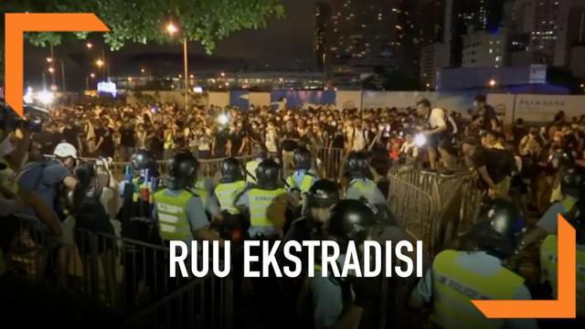 RUU Ekstradisi yang banyak diprotes warga Hong Kong akan terus dibahas untuk segera disetujui.