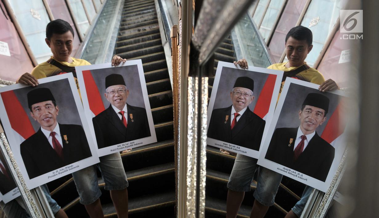Foto Pedagang Mulai Ramai Jajakan Foto Jokowi Ma Ruf Amin News Liputan6 Com