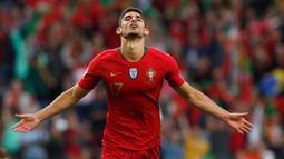 Pemain Portugal, Goncalo Guedes berselebrasi usai mencetak gol ke gawang Belanda pada pertandingan babak final Piala UEFA Nations League di Estadio do Dragao, Porto (10/6/2019). Portugal berhasil mengalahkan Belanda 1-0. (AP Photo/Armando Franca)