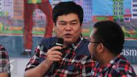 Basuri Tjahaja Purnama memberikan dukungan di Rumah Lembang, Jakarta, Jumat (13/1). Relawan pendukung pasangan nomer 2 Ahok-Djarot mengadakan workshop dan nonton bareng debat KPUD untuk Cagub Cawagub Jakarta. (Liputan6.com/Gempur M Surya)